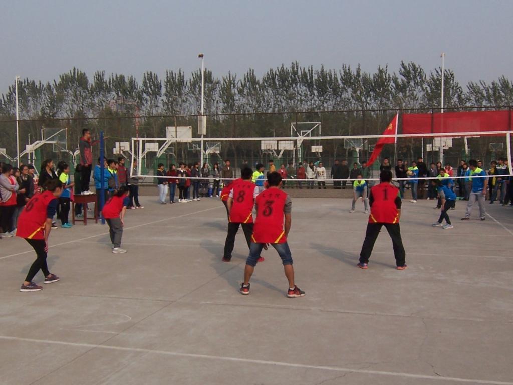 """区排球场举办了新乡学院""""友谊杯""""男女混合排球赛.   号  高清图片"""